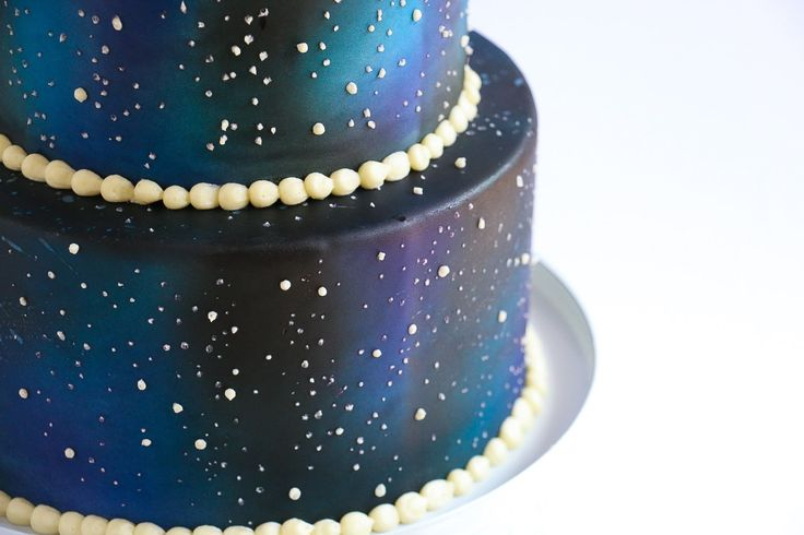 In this video tutorial I demonstrate how to create a two tier galaxy effect on your fondant cake using an airbrush and some buttercream. For more dessert ins...