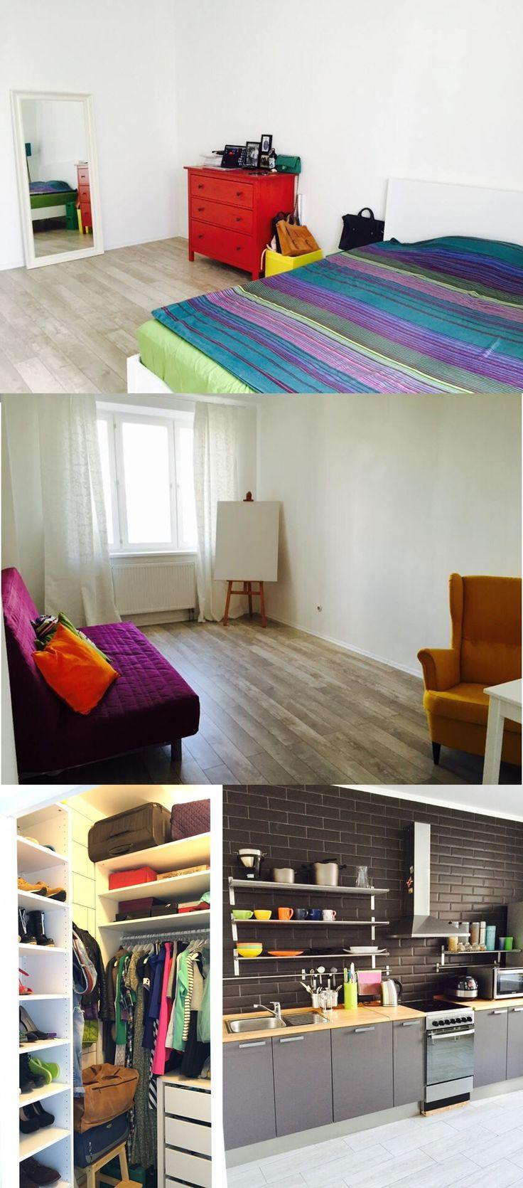 Красный комод, фиолетовый диван, кухня с черным кирпичом