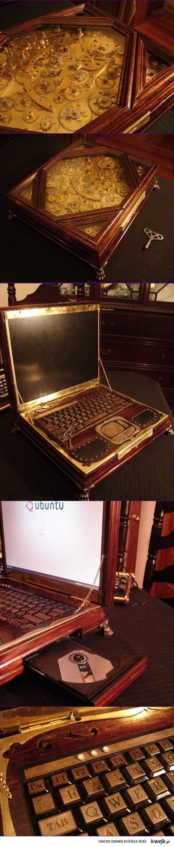 Wiktoriański laptop Datamancer