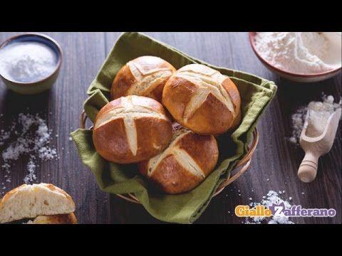 Il vero segreto di un buon panino, in fondo, è proprio il panino! Per questo abbiamo pensato di proporvi un nuovo classico dei burger buns: i pretzel buns! G...