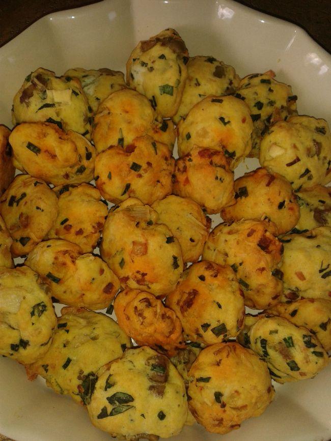 Cookies chorizo/ciboulette et cookies chèvre/menthe et olives http://lesgourmandizdetifa.wordpress.com/2014/03/22/cookies-chorizo-ciboulette-et-cookies-chevre-menthe-et-olives/