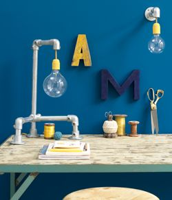 #DIY Lamp made out of scaffold components - #101woonideeen.nl - Dutch interior and crafts magazine
