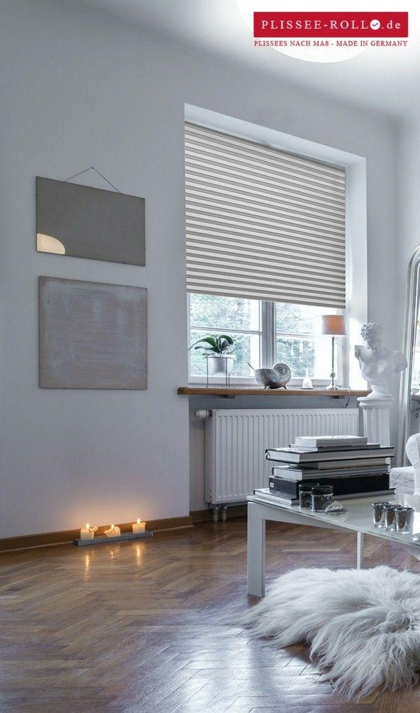Plisy   Białe żaluzje Plisowane   Jasne Wnętrza   Drewniana Podłoga   Białe  Meble   Minimalistyczne