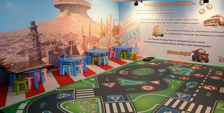 Diseño y creatividad offline para un evento sobre seguridad vial con motivo del estreno de la película Cars de Disney.