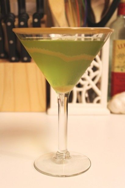 Caramel Appletini:  2 oz Sour Apple Schnapps,  2 oz Butterscotch Schnapps,  1 oz Vodka,   Drizzle Of Caramel Sundae Syrup