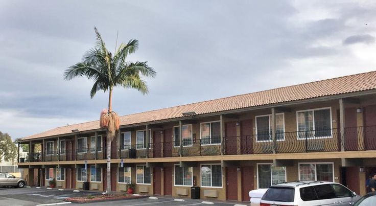 Motel 6 San Diego - Southbay Chula Vista This San Diego motel is 4.8 km from Tijuana, Mexico and 20 minutes' drive away from downtown San Diego. Motel 6 San Diego - Southbay offers free WiFi and free on-site parking.