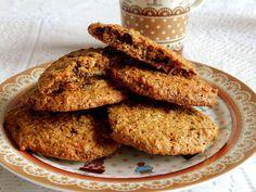 Biscoito Caseiro Integral Obtenha o habito de fazer seus próprios biscoitos, é muito mais saudável e saboroso. É bem fácil de se fazer, não tem segredo nenhum. INGREDIENTES 2 e ½ xícaras de açúcar mascavo 3 xícaras de farinha de trigo integral ½ xícara de fibra de trigo ½ xícara de linhaça ½ xícara de farinha de soja (opcional) Canela em pó a gosto 2 ovos 2 colheres (chá) de fermento em pó 2 xícaras de aveia em flocos médios 3 colheres de margarina light ½ xícara de leite PREPARO M...