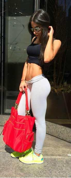 Fitness girl Fitness motivation inspiration fitspo crossfit running workout exercise lifting weights weightlifting