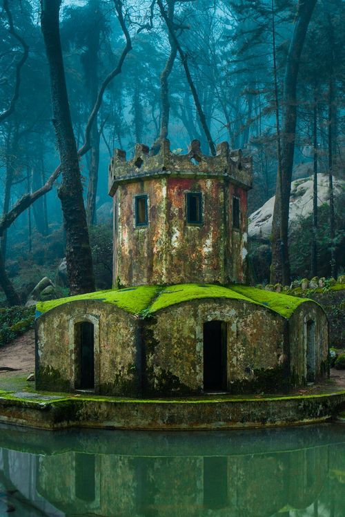 Antiga torre, Sintra, Portugal foto de james