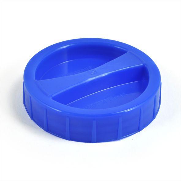 Vesiastioiden helposti suljettava ja avattava korkki. Easy to use cap from the water containers that Plastex makes. Made in Finland.
