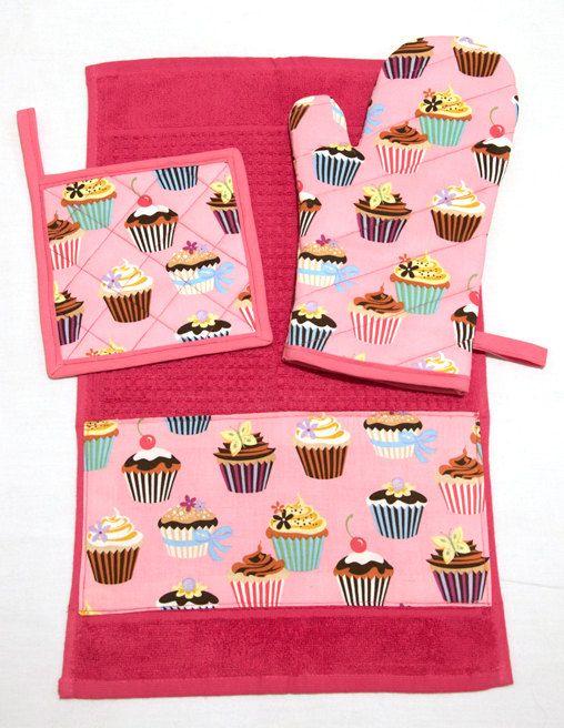 Pink Cupcakes Kitchen Set (Oven Mitt + Pot Holder + Towel) by Pornoromantic