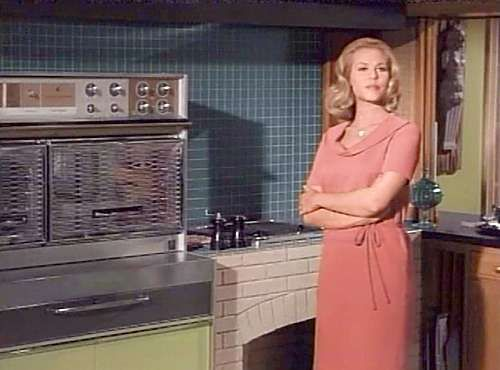 1164 Morning Glory Circle: The BEWITCHED Studio Set: Kitchen   Samantha  Stevensu0027 Kitchen