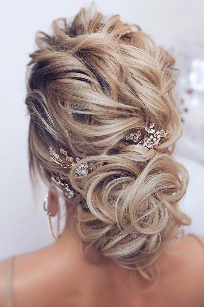 39 Totally Trendy Prom Hairstyles For 2020 To Look Gorgeous Mother Of The Bride Hair Hair Styles Mother Of The Groom Hairstyles