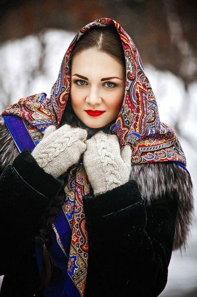 A pretty girl in a Russian Pavlovsky Posad shawl.