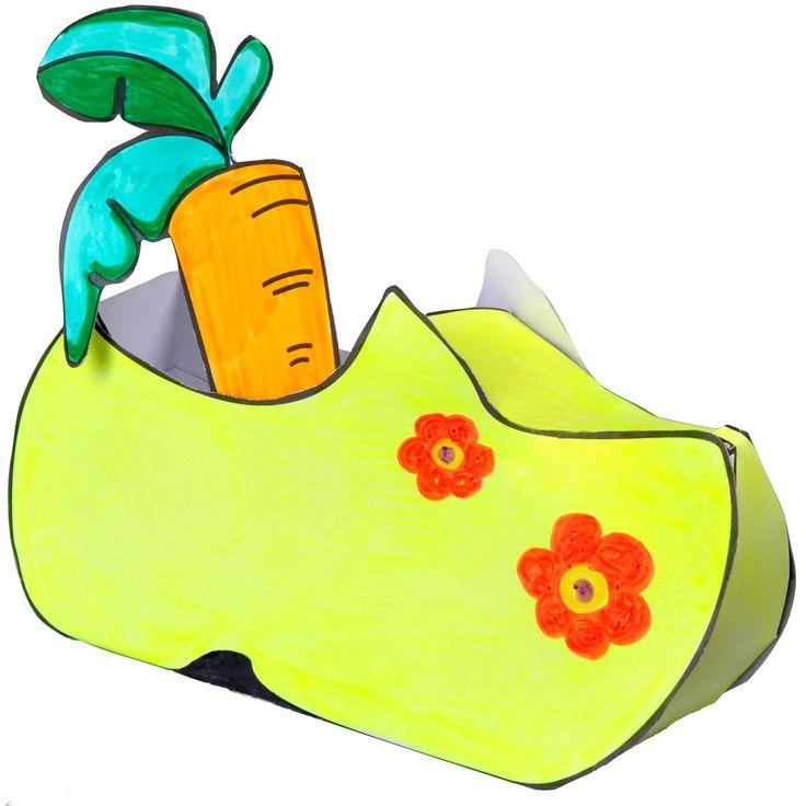 Een superleuk knutselpakket, waarmee een klomp, gymp, laars en schoen kan worden gemaakt. Vervaardigd van stevig papier. Kleuren, knippen.... en voor de open haard zetten! Inhoud: 4 kartonnen knutselplaten.