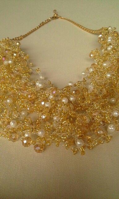 gargantilla tejida en cristales y perlad