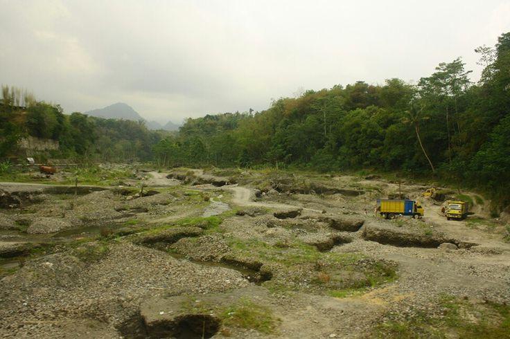 Di area setelah letusan Gn. Merapi