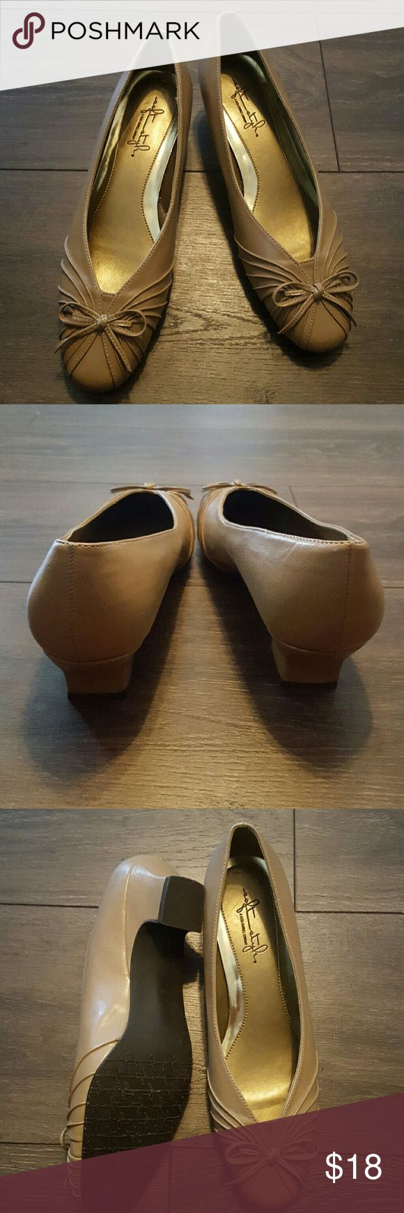 "Soft Style Hush Puppies 1"" heels Soft style Hush Puppies tan 1 inch heels, in excellent, like new, condition Hush Puppies Shoes Heels"