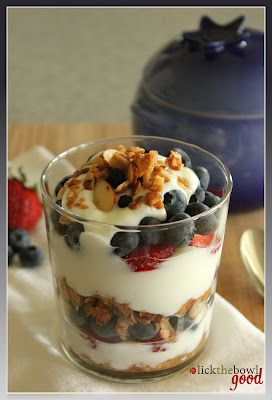 I've been wanting to try some homemade granola, and this looks super easy!Have to try this one soon!!