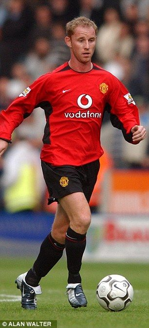Nicky Butt played for Manchester United before leaving for Newcastle in 2004