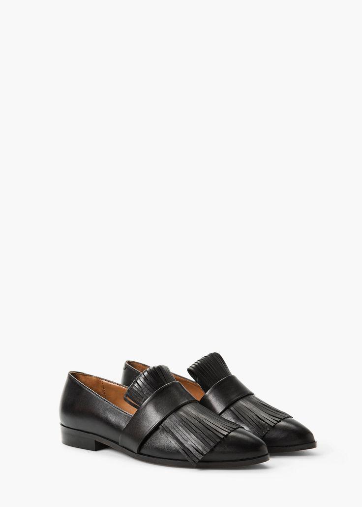 Fringed leather shoes