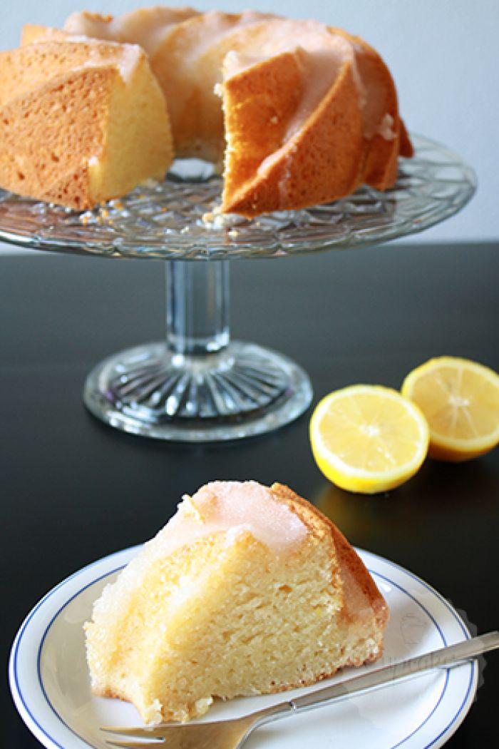 Citroen yoghurt cake, fris en zoet! Niet moeilijk doen met deze cake, een garde is genoeg!