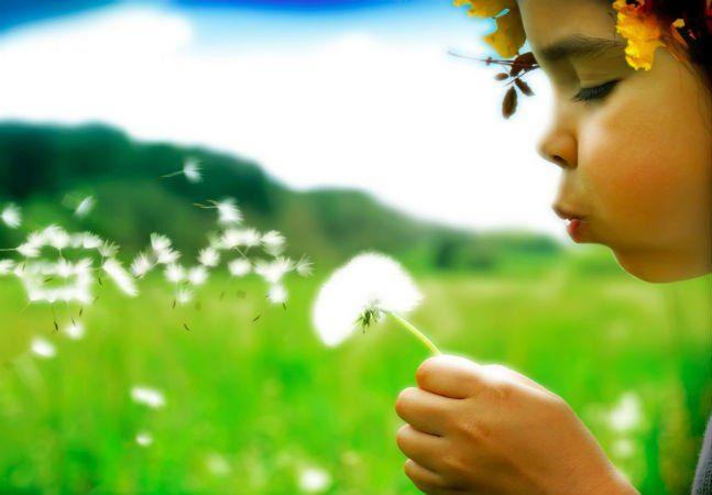 """Se as crianças e adolescentes perdem o contato com a natureza, quando adultos eles não se interessam em proteger o meio ambiente. Para explicar, vamos recorrer a uma frase que é velha conhecida quando o assunto são os relacionamentos amorosos: """"O que os olhos não veem, o coração não sente"""". Ao permanecerem distantes da natureza, as crianças diminuem a sensibilidade para a questão da preservação. Esta é a conclusão do professor e ambientalista, George Monbiot, em artigo publicado no jornal…"""