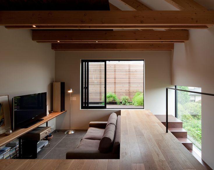 コンパクトなフロアに様々なレベル差を取り入れた家。