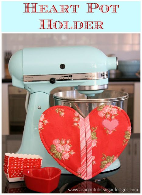 This free sewing pattern is the heart pot holder.  Great for Valentine's Day….or any other day of the year!