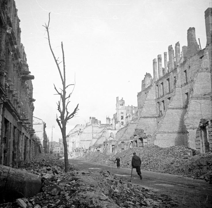 Krucza Street, Warsaw, 1945 Edward Falkowski/Forum/Getty http://www.theguardian.com/artanddesign/picture/2013/jan/17/photography-secondworldwar