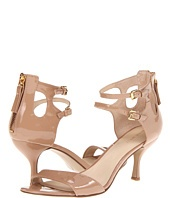 Love this low heeled nude shoe! Perfect for elongating thin legs.