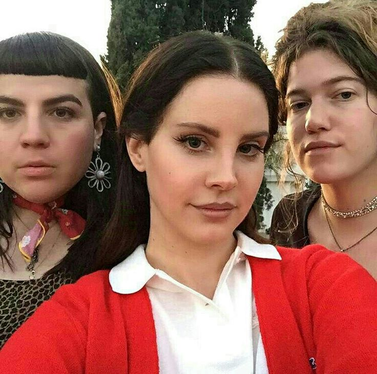 Lana Del Rey with photographers Eleanor Bleier and Molly Matalon #LDR
