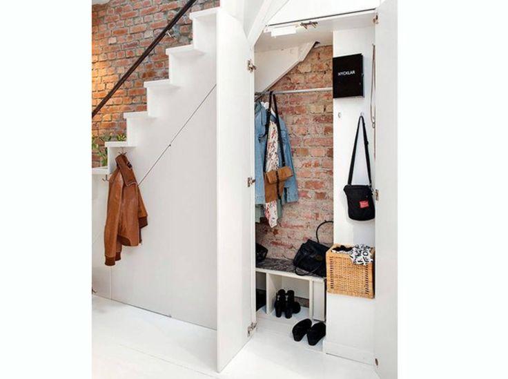 un-dressing-sous-l-escalier