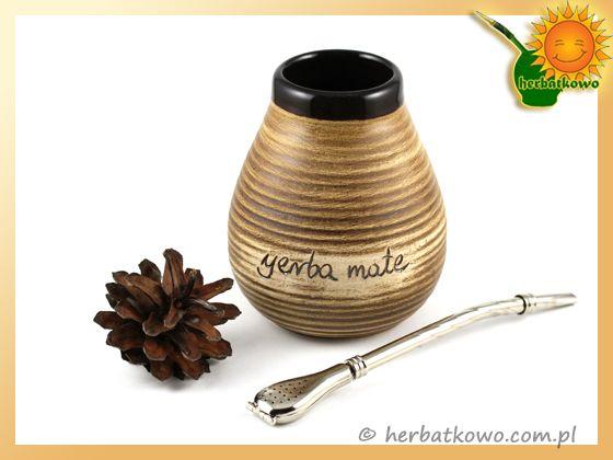 Yerba Mate Set | www.herbatkowo.com.pl Dla początkujących yerbowiczów przygotowaliśmy zestaw do picia naparu z ostrokrzewu paragwajskiego. Jego głównymi zaletami są przystępna cena i atrakcyjny wygląd oraz, co ważne, łatwość utrzymania w czystości zarówno bombilli, jak i ceramicznego naczynka.