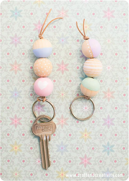 Nyckelring med träkulor Wooden bead key chain - Craft Creativity