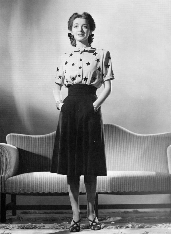 Dress skirt shirt shoes day wear photo print 1940s style (and hair) perfection. #vintage #1940s #fashion