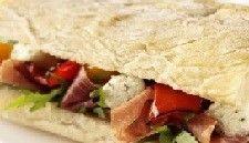 Ciabatta met geroosterde paprika's, boursin minis en parmaham recept - Brood - Eten Gerechten - Recepten Vandaag