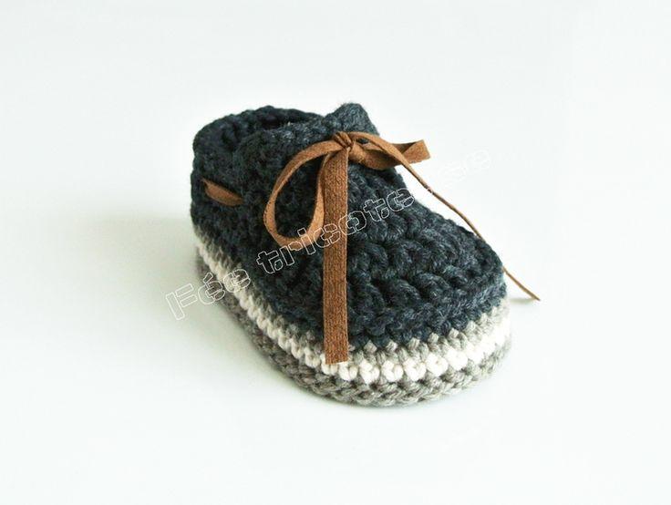 Chaussons tricotés, mocassins bébé (noir) est une création orginale de feetricoteuse sur DaWanda