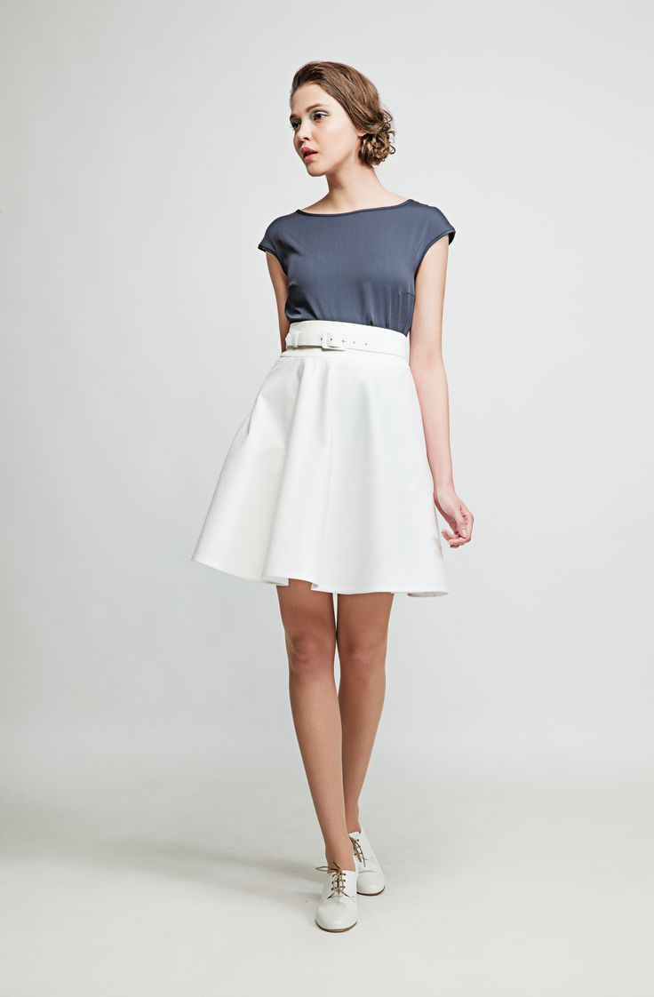 Match this airy navy-blue blouse with skirts or jeans to look your best whether at the office or a get-together with friends. www.marimofashion.com