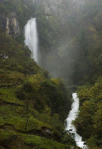 Cascada L'Aguasaliu, Picos de Europa  Asturias  Spain