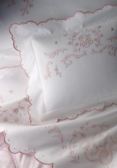 Bespoke bed linens by Léron. Laura bed linens from the Connoisseur collection.