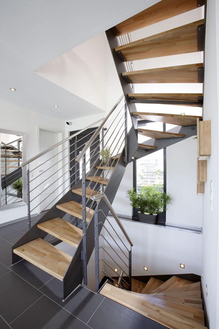 heller und moderner eingangsbereich - Farbakzente Interieur Einfamilienhaus