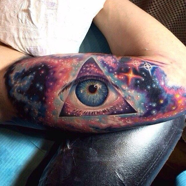 this is absolutly amazing! i hope to have a space themed tattoo that looks this good one day.