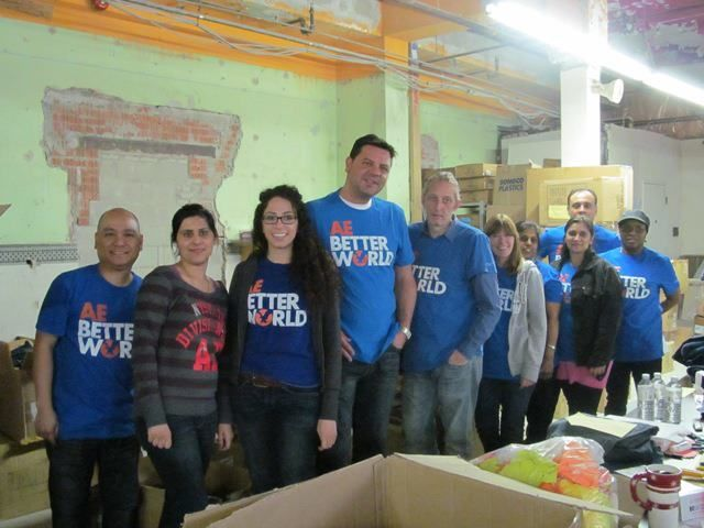 A big thanks to the team of volunteers from American Eagle Outfitters that spent the day helping us out! We are grateful for your support.