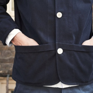 I don't think I've seen pockets that go from center front to side like this.