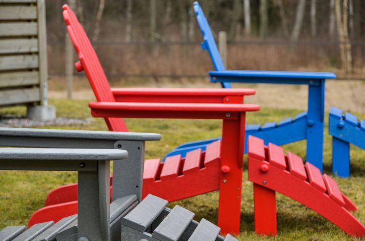 Hållbara utemöbler i fantastiska färger. Däckstolarna från Polywood levererar kvalitet i unika och spännande färger.