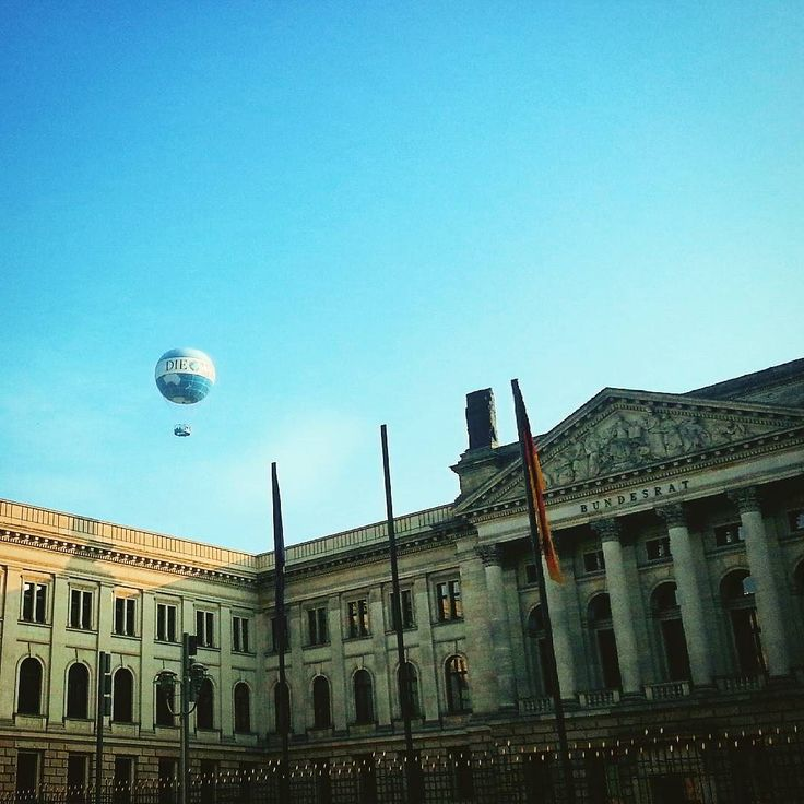 Find out new places and discover the world. And with friends: best! - @xxemix2000    #autumn #autumnleaves #october #outside #herbst #berlin #berlincity #discovertheworld #discover #sky #evening #house #streetphotography #old #place #happyday #ballon #ballon #heißluftballon #potzdamerplatz #walk #friends #friend #shopping #shop #lp12 #tourist #visiting #view by diesannie