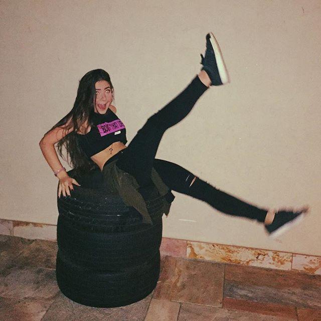 não sei pq tem 3 pneus na minha garagem e nem pq eu tirei essa foto mas ok hahahah