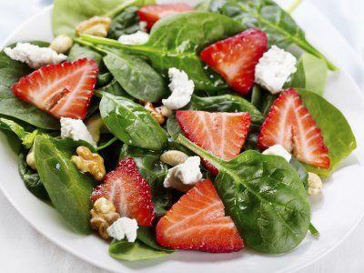 Ensalada de Fresas | Una opción saludable e ideal para una comida deliciosa con prisa, prueba esta exquisita combinación, esta ensalada de fresas te encantará.
