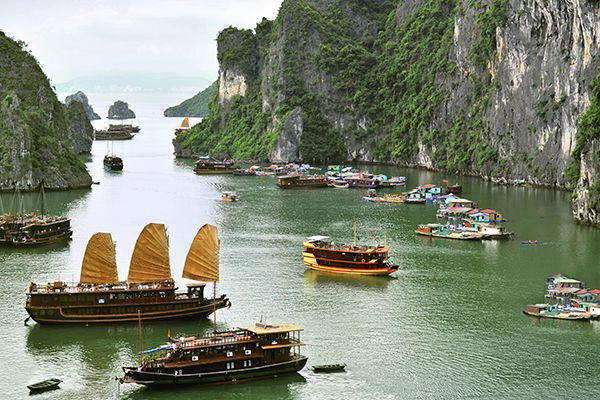 Discover the best of Vietnam holidays. Journey through Vietnam with a tour of the natural landscapes, historic traditions, and colorful markets.